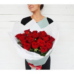 15 красных роз 70 см Эквадор