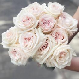 Букет из 11 белых пионовидных роз 40 см