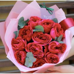 Букет из 11 красных пионовидных роз 40 см