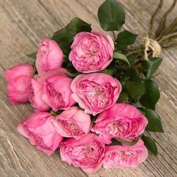 Букет из 11 розовых пионовидных роз 40 см