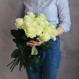 Букет из 15 белых роз 50 см Кения