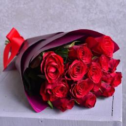 Букет из 15 красных роз 40 см Кения