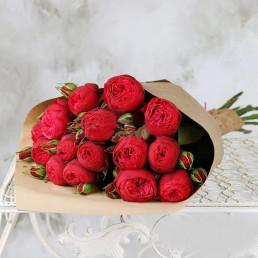 Букет из 15 красных пионовидных роз 40 см