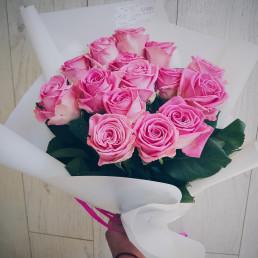 Букет из 15 розовых роз 40 см Кения