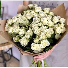 15 белых кустовых роз 50 см