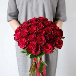Букет из 25 красных роз 40 см Кения