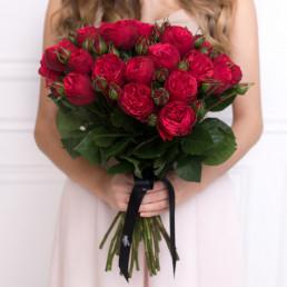 25 красных пионовидных роз 40 см