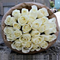 Букет из 25 белых роз 40 см Кения