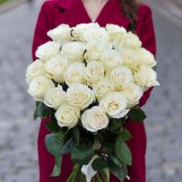 Букет из 25 белых роз 50 см Кения