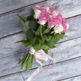25 белых и розовых роз 40 см Кения
