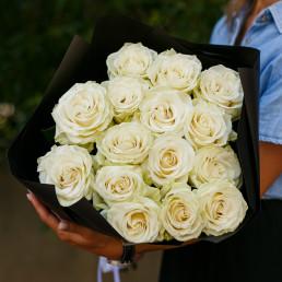 Букет из 15 белых роз 50 см Эквадор