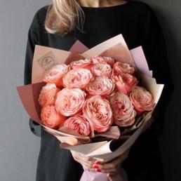 Букет из 25 пионовидных кремовых роз 40 см