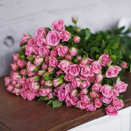 25 розовых кустовых роз 50 см