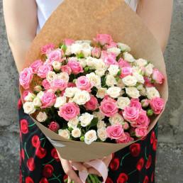 25 бело-красные кустовые розы 50 см