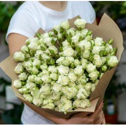 51 белые кустовые розы 50 см